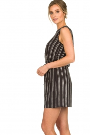 Knit-ted |  Shorts with vertical stripes Gisele | black   | Picture 4