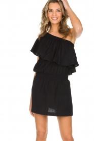 Rough Studios | One-shoulder jurk Foxi | zwart  | Afbeelding 2