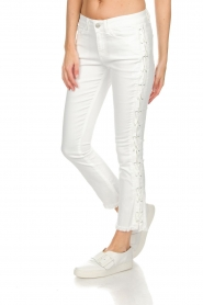 Hunkydory |  Cropped jeans with lace-up sides Harley | white  | Picture 4