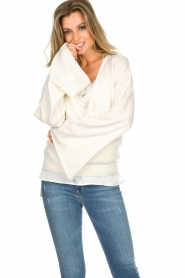 Dante 6 |  Luxurious merino mix wrap sweater Avery | white  | Picture 2