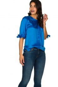 Dante 6 |  Satin top with bow cuffs Marble | blue  | Picture 4