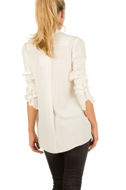 By Malene Birger | Overslagtop Haily | off-white  | Afbeelding 5