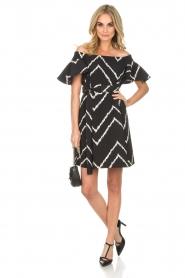 AnnaRita N | Off-shoulder jurk Celia | zwart   | Afbeelding 3