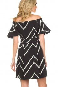 AnnaRita N | Off-shoulder jurk Celia | zwart   | Afbeelding 5