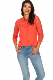 Aaiko |  Blouse with lace sleeves Cita | coral  | Picture 2