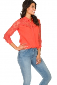 Aaiko |  Blouse with lace sleeves Cita | coral  | Picture 4