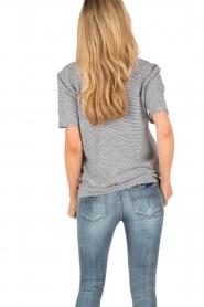 Zoe Karssen | T-shirt Youme | zwart en wit   | Afbeelding 5