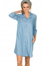Knit-ted | Spijkerjurk Noor | blauw  | Afbeelding 4