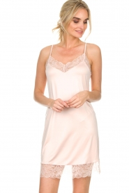 Hanro |  Slip dress with lace Fleur | pink  | Picture 3