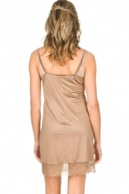 Hanro |  Slip dress with lace Miss | gold  | Picture 4