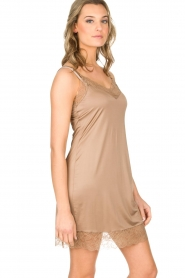 Hanro |  Slip dress with lace Miss | gold  | Picture 3