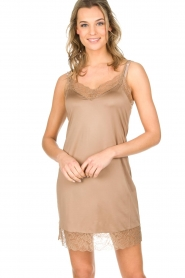 Hanro |  Slip dress with lace Miss | gold  | Picture 2