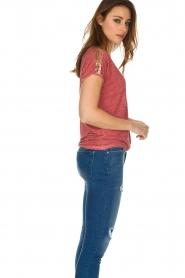 Not Shy | Linnen t-shirt Elisabeth | rood  | Afbeelding 4