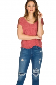 Not Shy | Linnen t-shirt Elisabeth | rood  | Afbeelding 2
