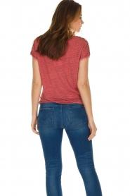 Not Shy | Linnen t-shirt Elisabeth | rood  | Afbeelding 6