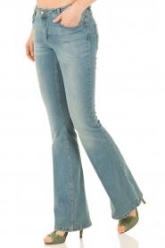 Set | Flared jeans Romy lengtemaat 34 | lichtblauw  | Afbeelding 2