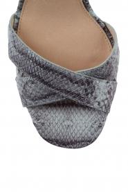 MICHAEL Michael Kors | Leren sandalen Divia | slangenprint lichtblauw  | Afbeelding 5