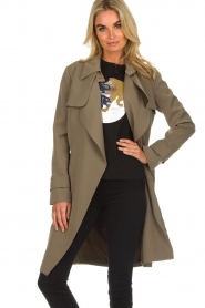 Arma |  Studio Ar trench coat Cecilia | green  | Picture 5