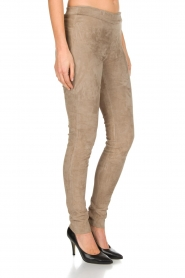 Arma | Lamsleren suède stretchlegging Roche | taupe  | Afbeelding 2