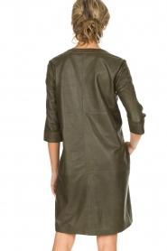 Arma | 100% lamsleren jurk Muret | kaki groen  | Afbeelding 6