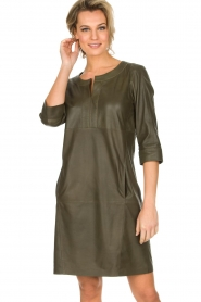 Arma | 100% lamsleren jurk Muret | kaki groen  | Afbeelding 2