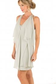 Hoss Intropia | Zijden jurk Romee | lichtgrijs  | Afbeelding 4