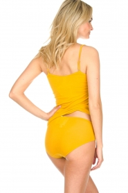 Hanro |  Slip with silk edge Annik | yellow  | Picture 4