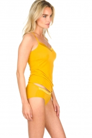 Hanro |  Slip with silk edge Annik | yellow  | Picture 3