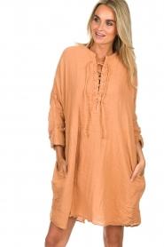 Rabens Saloner | 100% katoenen jurk Olivia | Roestbruin  | Afbeelding 2