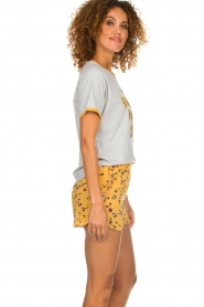 Melt |  Short with print Leopard | yellow  | Picture 4