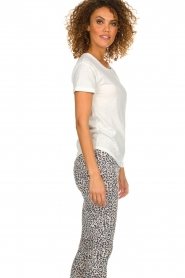 Melt    T-shirt with print Kiss Me   white    Picture 5