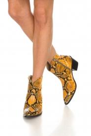 Toral | Enkellaarzen met slangenprint Ambra | geel  | Afbeelding 3