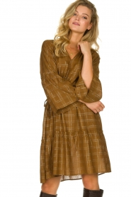 Munthe |  Dress with checkered lurex pattern Deep | camel  | Picture 2