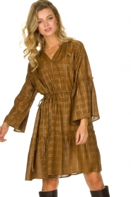Munthe |  Dress with checkered lurex pattern Deep | camel  | Picture 4