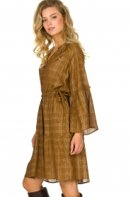 Munthe |  Dress with checkered lurex pattern Deep | camel  | Picture 5