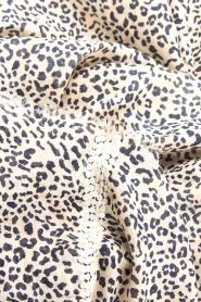 Les Favorites | Sjaal met luipaardprint Eve |  dierenprint : Scarf with leopard   | Picture 3