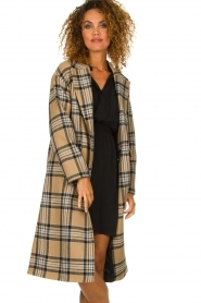 Set |  Long checkered coat Myrna | camel  | Picture 2