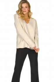 Les Favorites |  Knitted V-neck sweater Fenne | beige  | Picture 2