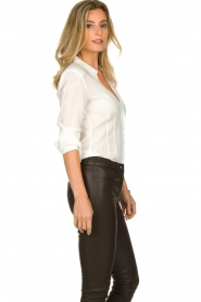 Atos Lombardini |  Blouse with V-neck Lucia | white  | Picture 5