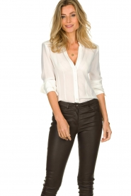 Atos Lombardini |  Blouse with V-neck Lucia | white  | Picture 4