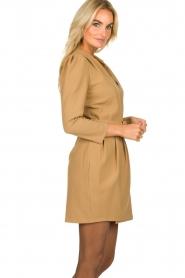 Atos Lombardini |  Blazer dress Carlijn | camel  | Picture 5