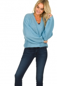 Essentiel Antwerp |  V-neck sweater Twin | blue  | Picture 4