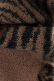 Essentiel Antwerp |  Scarf with print | brown  | Picture 4