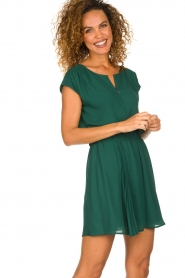 Patrizia Pepe |  Dress with elastic waist Sacha | green  | Picture 4