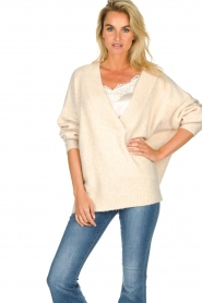 JC Sophie |  Knitted sweater with deep V-neck Amberlie | beige  | Picture 4