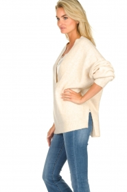 JC Sophie |  Knitted sweater with deep V-neck Amberlie | beige  | Picture 5