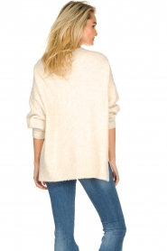 JC Sophie |  Knitted sweater with deep V-neck Amberlie | beige  | Picture 6