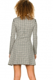 Patrizia Pepe |  Houndstooth printed dress Nora | beige  | Picture 5
