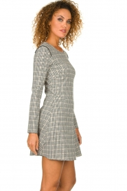 Patrizia Pepe |  Houndstooth printed dress Nora | beige  | Picture 4
