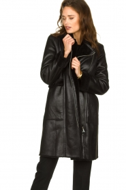 Patrizia Pepe |  Reversible faux lammy coat Eva | black  | Picture 4